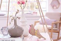 """Kollektion: SPRING IS IN THE AIR / Jetzt blüht Dein Zuhause auf - Kleine Frühlingsboten bringen Farbe in Dein Heim. Ab sofort kannst Du unsere Frühlings-Kollektion """"SPRING IS IN THE AIR"""" entdecken."""