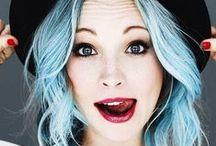 Sfumature di blu tra i capelli / Che ne dite di provare il blu sulle vostre teste? Con Fudge Painbox tutto è possibile, basta scegliere la propria sfumatura preferita! http://fudgehaircare.it/shop/paintbox-blue-velvet-blu-lussurioso/