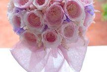 リボン*ウェディングブーケ Wedding bouquet*Ribbon / フローラフローラオリジナルの方法で、ブーケの前面に大きなおリボンをあしらったウェディングブーケ。 ブーケのハンドルにリボンを結んでいるのでないのです♪