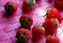 Rosso Fragola / Per fragola si intendono i frutti (in realtà si tratta di un frutto aggregato) delle piante del genere Fragaria a cui appartengono molte specie differenti.