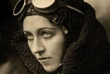 """Fotografía - Dorothea Lange / Dorothea Lange (25 de mayo de 1895, Hoboken, EE. UU. - 11 de octubre de 1965, San Francisco, EE. UU.) fue una influyente fotoperiodista documental, mejor conocida por su obra la """"Gran Depresión"""" para la oficina de Administración de Seguridad Agraria."""