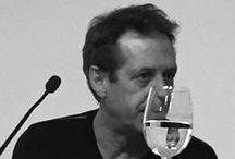 Fotografía - Chema Madoz / Nacido en Madrid en 1958, estudió Historia del Arte en la Universidad Complutense de Madrid y Fotografía en el Centro de Enseñanza de la Imagen. Galardonado con el Premio Nacional de Fotografía (2000). Realizó su primera exposición individual en la Real Sociedad Fotográfica de Madrid (1985)