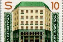 Adolf Loos - La Historia del Arte del Diseño / Adolf Loos (Brno, Moravia 1870 - Viena 1933) fue un arquitecto austriaco. Cursó estudios en la Escuela Profesional de Reichenberg y en la Politécnica de Dresden. En la ciudad de Chicago trabajó como albañil, entarimador y delineante. Posteriormente realizó obras en diversos países de Europa, tales como Austria, Francia y en Viena comienza a ejercer como arquitecto municipal, trabajando en el Ministerio de Vivienda.