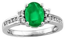 May Emeralds / Emerald jewellery gift ideas for loved ones with birthdays in May!