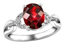 January Garnets / Garnet jewellery gift ideas for loved ones with birthdays in January!