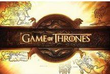 """Game of Thrones / Mit """"Game of Thrones"""" wurde die großartige Fantasy-Reihe """"Das Lied von Eis und Feuer"""" von George R.R. Martin kongenial verfilmt. Die gigantische TV-Produktion um die sieben Königreiche des Kontinentes Westeros setzt neue Maßstäbe im Fernsehen. Aufwendig und in Kinoqualität erleben wir die Abenteuer um die Familien Stark, Lannister und Baratheon."""