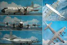 Flug-Standmodelle (aircraft model-kits) / Flugzeuge und Hubschrauber verschiedener Länder, meist in 1:72 oder1:144