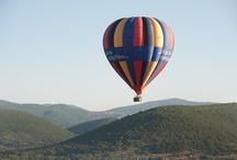 Montgolfière / Survoler les paysages provençaux et admirer les Alpes de Haute-Provence à l'horizon sont des moments inoubliables à travers des vols de montgolfière. Avec plus de 300 jours de soleil par an et une qualité d'air reconnu, tout devient grandiose en montgolfière dans les Alpes de Haute-Provence.