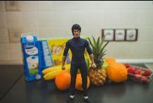 Tiny Bruce kicks breakfast! / mini Bruce Lee, in a real life