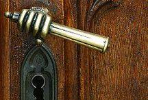 ✔ Door , knokers,knobs & handles