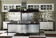 Кухни под заказ Marchi Cucine / Здесь можете увидеть примеры кухонь которые Вы можете заказать по своим индивидуальным запросам и размерам кухни.