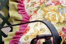 Ландшафтный дизайн в деталях / Н.И. Софиева — архитектор и дизайнер, автор множества интересных книг выпустила в свет своё очередное творение — книгу «Дизайн вашего патио». В ней собраны множество иллюстраций и практических советов по обустройству загородного дома и участка вокруг него