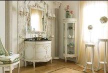 Компания Lineatre представляет новинки 2016 года / Три гарнитура мебели для ванных комнат, представленных компанией Lineatre, по роскоши не уступают предыдущим коллекциям и выполнены в том же фирменном стиле бренда Lineatre - причудливая барочная резьба деревянного декора, серебро и золото отделки, мрамор столешниц
