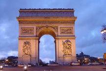 """Paris / פריז… עיר האורות, עיר האהבה, עיר האמנות, עיר האוכל… וכן – גם העיר לטיול משפחתי!!! בקרו בכמה מאייקוני התרבות הגדולים בעולם כמו מגדל אייפל, שער הניצחון, תמסרו ד""""ש למונה ליזה ובדרך תגלו שדרות מרהיבות לצד סמטאות מזמינות, קרואסונים ומקרונים, גינות ופארקים מושלמים ולקינוח – בילוי בפארק השעשועים הגדול והטוב ביותר באירופה: דיסנילנד!"""
