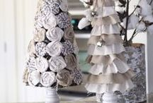 Burlap Trees Ribbon Trees / Tutorials, diys, and ideas for making decorative Christmas trees with burlap and ribbon