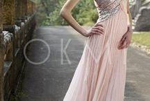 Avondjurken / Okmi biedt modieuze avondjurken van topkwaliteit in eenvoudige en elegante stijl aan.