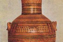 ARTE GRECA / Analisi di alcune testimoniante dell'arte greca, convenzionalmente divisa in periodo di formazione (IX-metà VII secolo a.C.), periodo arcaico (metà VII secolo-480 a.C.), stile severo (480-450 a.C.), periodo classico (450-323 a.C.) e periodo ellenistico (323-31 a.C.)