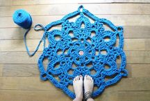 Crochet rug / Jeg drømmer om en dag at hækle et tæppe af garn lavet af gamle t-shirts eller lagner.