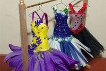 sukienki z materiału i papieru