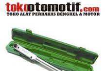 Kunci-kunci (Wrench) / Peralatan teknik / alat teknik / perkakas sebagai alat bantu perbaikan / pemasangan / pembongkaran dengan berbagai macam bentuk, fungsi. ada kunci pas, kunci ring, kunci momen, kunci sok, dll