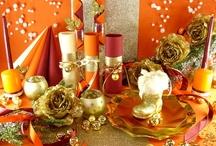 Un Noël en orange, or et bordeaux... OUI osez ! / Vous souhaitez réaliser une décoration de table de fête raffinée et surprenante ? Associez ces trois coloris très harmonieux et très originaux.