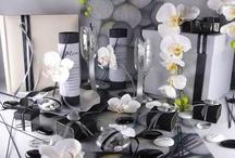 Mariage zen tendance / Le blanc, noir, gris et lin sont les couleurs de ce thème. Le blanc et le noir évoquent le yin et le yang qui se complètent, s'enrichissent pour former un tout équilibré.  Jouez avec la couleur de la nappe, de l'imprimé du chemin de table et des accessoires déco que vous utiliserez. Restez dans les articles épurés et les matières naturelles comme les galets, le bambou, les orchidées...