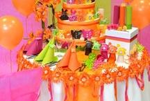 Table de Pâques / Optez pour une fête de Pâques co-lo-rée ! Apportez un brin de fraîcheur avec une décoration de table comparable à un pique-nique en plein air !
