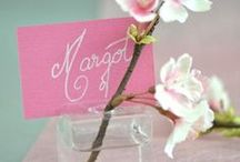 Les marque-places / Pour une décoration de table autour de marque-places rigolos, classiques ou originaux, naviguez sur notre tableau !