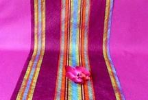 Les nappes et chemins de table / Rien de tel qu'une superposition pour habiller votre décoration de table... jouez entre couleurs, nuances et motifs et éblouissez vos invités en maîtrisant l'art de recevoir !