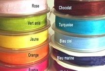Deco rubans / Retrouvez rubans de différentes tailles et différentes matières et découvrez comment accessoiriser vos décorations.