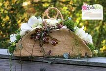 Bolsa Flora Bridal Flower Creations / These floral artworks are created using the bridal flower bases of Bolsa Flora. Purse bouquets are a modern alternative to the regular flower bouquets. Ask your local flower artist about our products!