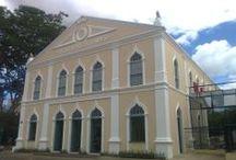 Teresina / Teresina, a cidade verde, banhada por dois rios, Parnaíba que deságua no Delta das américas e o Poti de águas mais calmas, é a capital do Piauí
