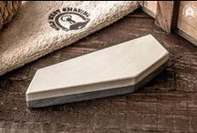 Sharpening Accessories / Wetstones and belts are a unique accessory to any straight razor. Necessary in the collection of every gentleman. Only the best producers in the Wild West Shaving.