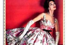 Robes à fleurs rétro / Robes à imprimés fleuris rétro des années 40 et 50, et reproductions modernes de style vintage