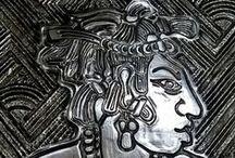 Pakal / Pacal II ou Pacal, o Grande foi o governante do estado maia de B'aakal cuja sede era a cidade de Palenque. Pacal II é o mais conhecido dos senhores de Palenque em razão do desenvolvimento e sofisticação que B'aakal atingiu durante o seu governo, bem como pela sua tumba, considerada um dos achados arqueológicos mais importantes da Mesoamérica. Pacal era filho de K'an Mo' Hix e Sak K'uk', filha de Janaab' Pakal. Teve, com sua esposa Tz'akb'u Ajaw, três filhos e possivelmente uma filha. (Wikipédia)
