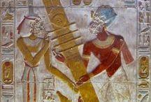 Djed / O djed (também ded, dad ou tet) é um dos símbolos mais comuns e mais encontrados na mitologia egípcia. É um hieróglifo em forma de pilar que representa estabilidade. É associado a Osíris, o deus egípcio do pós-morte, do submundo e dos mortos. O símbolo é comumente interpretado como sendo a representação de sua coluna vertebral. - (Wikipedia)