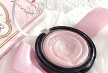 Let's Glow. / All the most beautiful highlighters in one place!