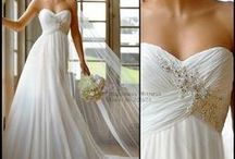 Wedding Dresses / Lots of stunning wedding gowns to give you Ideas on what to wear on your special day #weddings #weddinggowns #weddingdress