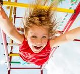 Uitje Dak! / Ook bij Dak kindercentra staat de zomer ieder jaar weer bol van de avonturen. Wat dacht je van picknicken in het bos, speciale uitstapjes, volop waterpret, naar het strand als echte jutters, klimmen en klauteren in de speeltuin en knutselen in de buitenlucht. Kortom: Pak je koffer en ga mee op ontdekkingsreis!