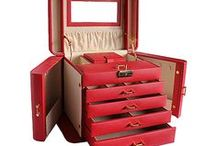 Leather Jewellery Boxes & Gifts Galore / Leather jewellery boxes and Italian leather gifts from a variety of manufacturers, starting from only £8.99