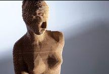 """3dMaxi / L'arte classica diventa contemporanea. La collezione di statue e busti 3dMaxi, nasce dall'idea di unire tecnologia e design. NextMade ha realizzato alcuni multipli a """"tiratura unica o limitata"""". Ogni singolo oggetto viene prodotto su misura: grazie alle nuove tecnologie connesse alla stampa 3d, gli oggetti sono il risultato di una sovrapposizione di sezioni bidimensionali (assemblate manualmente) ottenute partendo da rappresentazioni digitali tridimensionali."""