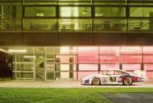 Una Noche fuera del Museo Porsche / Los automóviles expuestos salen a dar una vuelta