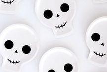 bú! / Fantasmas, morcegos e abóboras! Aqui você vai ver muito halloween.
