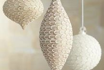 Winter White / Decorating with white for the holidays is so modern yet so vintage.