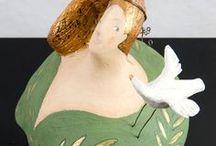 Donne / Fin dalla prima mostra di sculture ho iniziato a realizzare figure di donna. Nelle accoglienti e generose forme femminili ho trovato grande fonte d'ispirazione trasformando spesso le linee dei corpi in paesaggi e suggestioni simboliche.