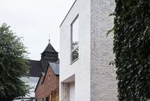 Architecture | Single-family house / When using clay building materials, families can make the dream of their own home come true. Owing to the positive properties of bricks, clay blocks and roof tiles as well as the large number of colours and shapes, individual wishes can be accommodated without disregarding indoor climate or energy efficiency.