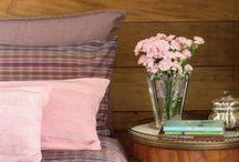 Dormitório de casal / Nada melhor do que entrar num dormitório aconchegante e deitar numa cama macia apos um dia de trabalho! Ideias incríveis de Dormitório de Casal