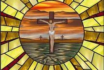 Krzyże / Wizje artystyczne Krzyża - jako obiekt kultu, jako inspiracja do twórczości własnej.