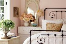 Farmhouse Chic - Bedrooms / Beautiful farmhouse bedrooms that inspire us to take a rest.