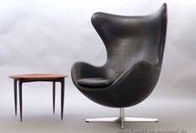 Arne Jacobsen - Stühle / Arne Jacobsen gilt als einer der international bedeutendsten Architekten und Designer Dänemarks im 20. Jahrhundert. Seine Entwürfe folgten dem Stil des Funktionalismus. Seine Möbelentwürfe sind noch immer hochaktuell, eben echte Designklassiker.